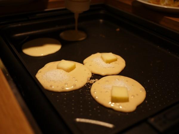 スラッピーケークスでパンケーキを焼いている所