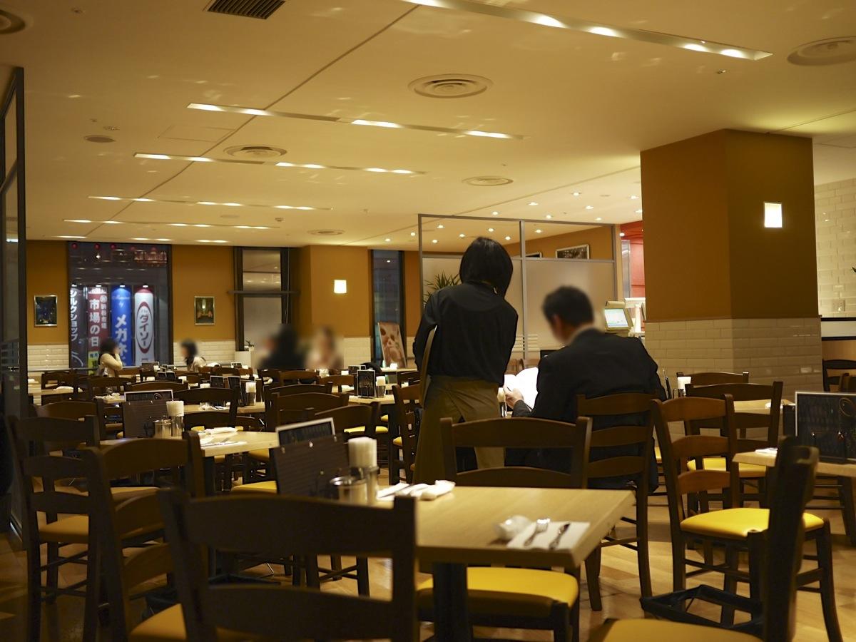 カフェ クッチーナ&カンパニーの店内