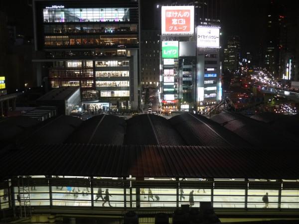 東急東横線渋谷駅ホームを裏側から