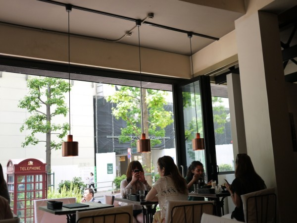 「24/7 coffee&roaster」はオープンカフェ