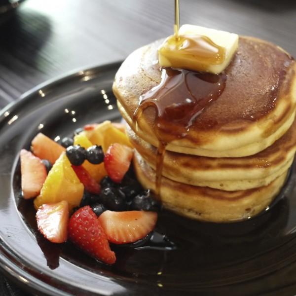 渋谷カフェ「24/7 coffee&roaster」のホットケーキフルーツ添え