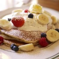 フルーツミックス&ホイップのバターミルクパンケーキ / BROOKLYN PANCAKE HOUSE