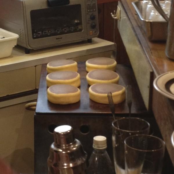 2.ひっくり返して裏側を焼く / ホットケーキの調理