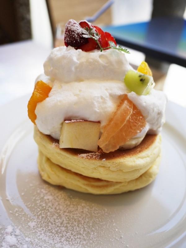 季節のフルーツのパンケーキ / 原宿レインボーパンケーキ