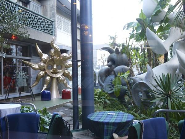 岡本太郎記念館の庭