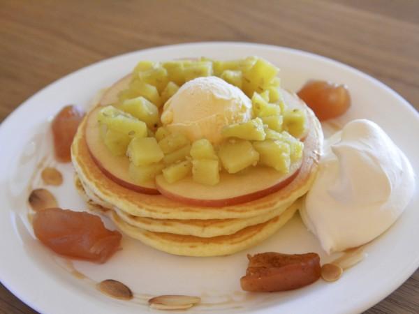 林檎づくしのパンケーキ / MOGMOG