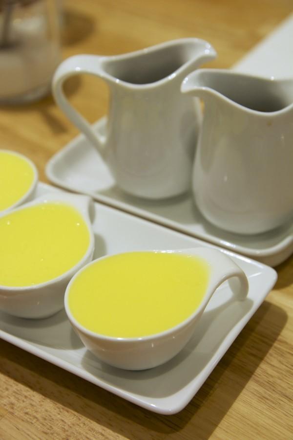 赤坂フルフルの別添バター