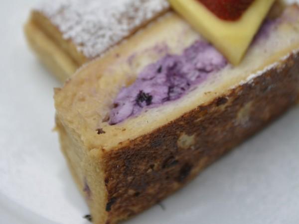モエナカフェのクリームチーズ&ブルーベリーフレンチトースト